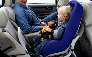 Перевозка ребенка на переднем сиденье — советы по перевозке