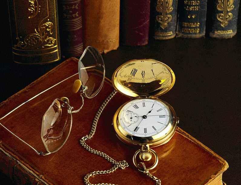 Книга и карманные часы