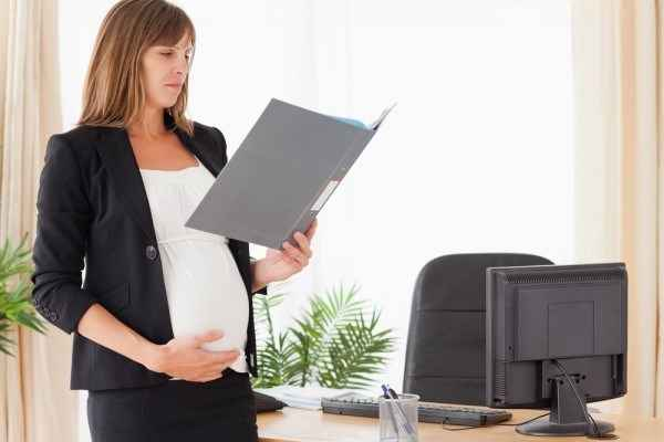 Устроится на работу беременной чтобы получать декретные