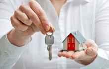 Ключи и макет частного дома