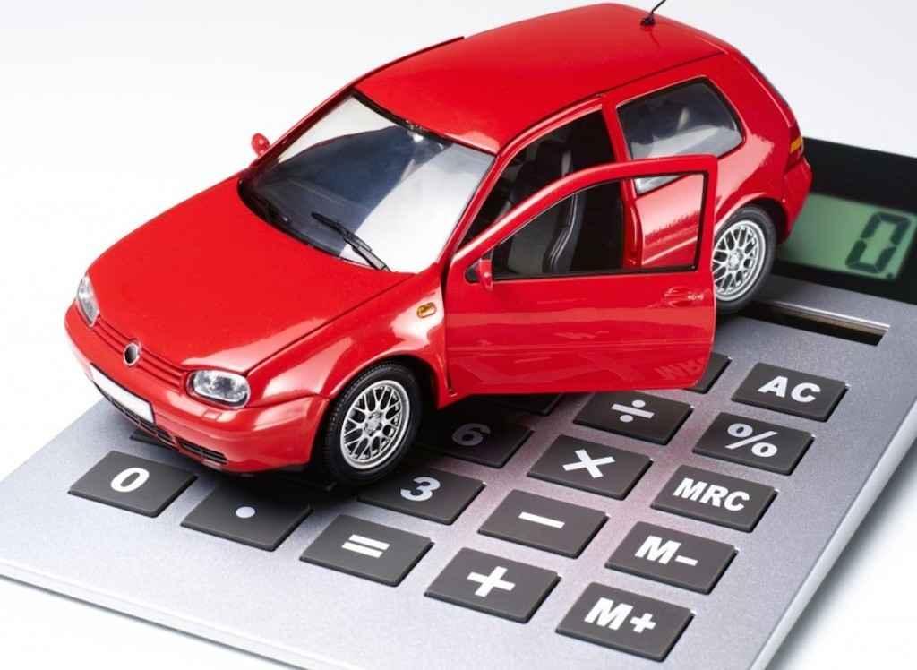 Игрушечная машинка и калькулятор