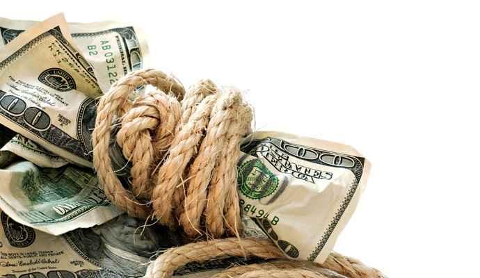 деньги обмотаны веревкой