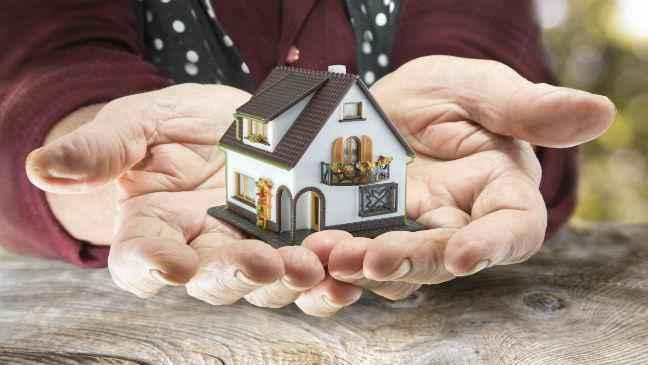 Нужно ли пенсионерам платить налог на квартиру?