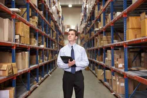 мужчина на складе